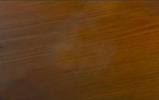 Macchie d'alcool su legno